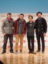 舟橋浩司代表取締役社長(左から3人目)は 「Lee Cooper」のロックテイストが 幅広い層にマッチすることを自らアピール