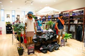店内は今シーズンのテーマに合わせた ハワイリゾートな雰囲気でまとめられていた