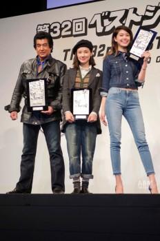 写真左から協議会選出部門受賞の藤岡弘、さん、 吉田羊さん、森星さん