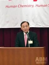 会の冒頭、挨拶に臨む鈴木純社長
