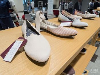 既にシューズメーカーで展開している ニットパンプス。革などの靴とは違い、 無駄な切れ端が出ないのが 大きなポイントになる。