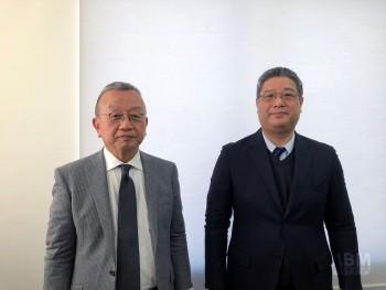 「従業員の再雇用」と「技術の継承」が決め手となった。 ロンナーの柴田社長(左)と島原ソーイングの尾上社長