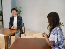 オンラインのトークイベントで 働き方改革プロジェクトの成果を語る 保元道宣社長(左)