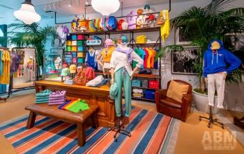 2階フロアは ブランドの世界観を 凝縮した品揃え