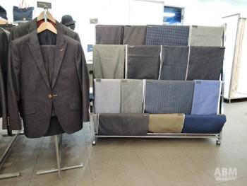 リニューアル後の店舗には 約20種類のデニム生地を揃え スーツや小物がオーダーできるようになる