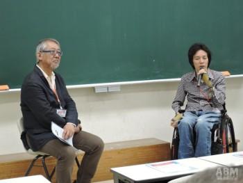 福永事務局長(写真左)と 長屋宏和さん(写真右)は ピロレーシングのファッションショーが マスコミで取り上げられたのをきっかけに出会った。