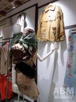 「ナカザキ オー ハイツ」。 着物工房だった建物を改装した 店内(1階)