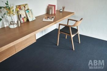 施工時はデニムの色が一定で、 落ち着いた雰囲気の室内を作れる