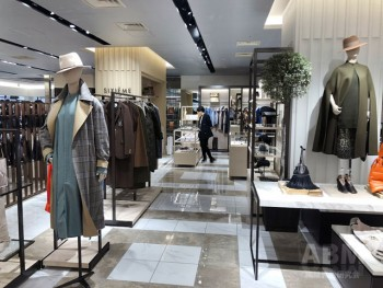 ファッションの自主編集売り場「SIXIEME GINZA」(3階)