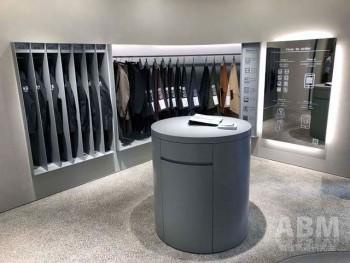 機能性素材を採用したメンズスーツの新ライン 「モダンテーラー」もコーナー展開 (「KASHIYAMA 大阪本町店」)