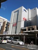 京都初出店の「H&M KYOTO」(外観)