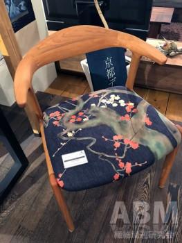 「ライフスタイル展」: 京都デニムを使用した椅子も販売