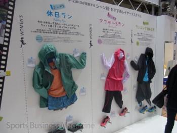 様々なランニングスタイルも提案した (ミズノ、大阪マラソンEXPO)