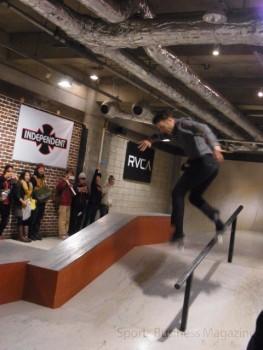 米国の著名なスケートボードチーム 「RVCA」のパフォーマンス
