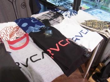 本店では「RVCA」の  ライセンス商品も販売する
