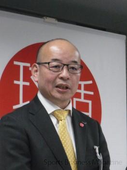 会見に臨む 久保田憲史代表理事