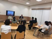 NPOオーソティックスソサエティーの 内田理事長による講習会の様子