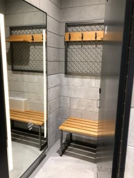 フィッティングルーム。 スタジアムのバッグヤードをイメージした内装