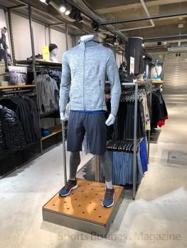 「アディダス ブランドコアストア 京都」。 1階メンズフロア。最新の内装デザインを採用している