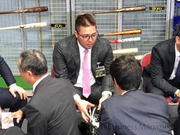 アンバサダーズミーティングの模様。 新たに契約を交わした 埼玉西武ライオンズの山川穂高選手(中央)