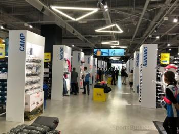 日本初出店の 「デカトロン西宮店」