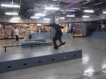 昨年3月に開設した スケートボードパーク「スポパー」。 eスポーツなど、物販以外の分野で ビジネスの拡大を模索している