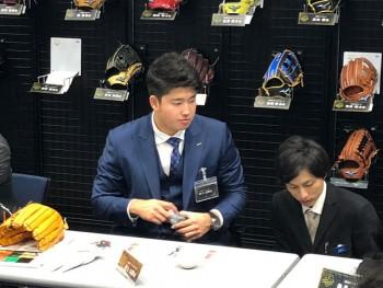 新たにブランドアンバサダーに加わった 東京ヤクルトスワローズの村上宗隆選手