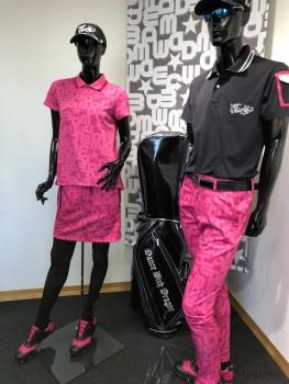 ピンクを差し色にした 8月の着こなし