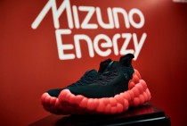 高反発のソール素材「MIZUNO ENERZY」を採用した コンセプトモデル「THE MIZUNO ENERZY」