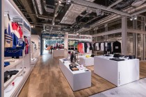 「adidas Brand Center RAYARD MIYASHITA PARK」。 2階の「アディダスオリジナルス」