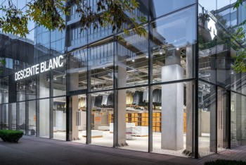 北京に初出店した 「DESCENTE BLANC」