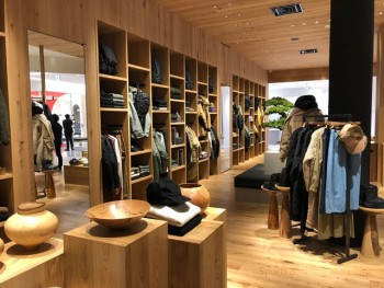 「THE NORTH FACE UNLIMITED 心斎橋PARCO」。 タウンユースを意識したアイテムが揃う